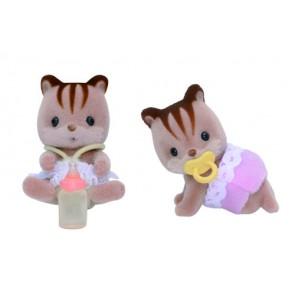 993218_walnut_squirrel_twins_content